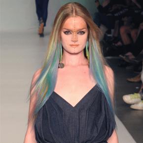 Daryl van Wouw – Amsterdam International Fashion Week S/S 2011