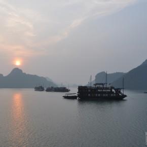 Lever du soleil sur la baie d'Halong - Vietnam