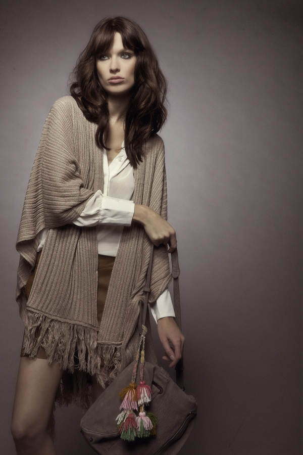 Mon Showroom - Cape BY MONSHOWROOM / Short chemise SEE BY CHLOE / Sac ANTIK BATIK