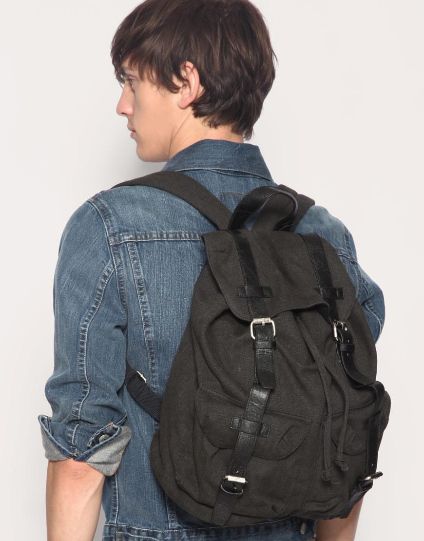 10 sacs dos pour homme acheter pendant les soldes. Black Bedroom Furniture Sets. Home Design Ideas