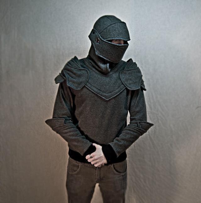Une armure de chevalier par Chadwick DIllon